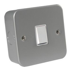 Metalclad 10 Amp 1 Gang 2 Way Switch